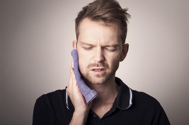 Zähne schmerzen